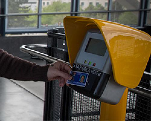 Tapping off with U-PASS on light rail