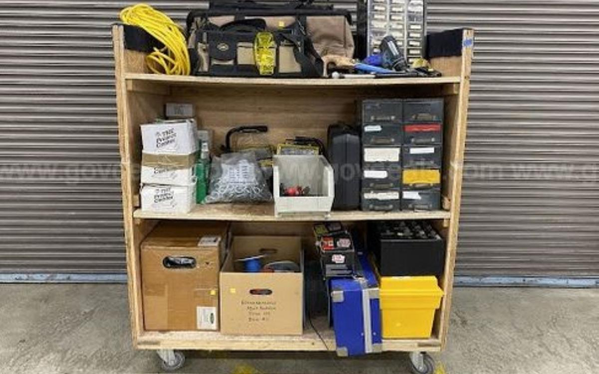 Photo of the auction lot of assorted tools, hardware, and accessories, displayed on a cart