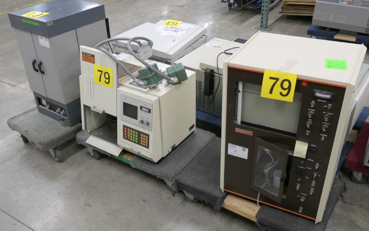 Photo of Lot 79: Various lab equipment